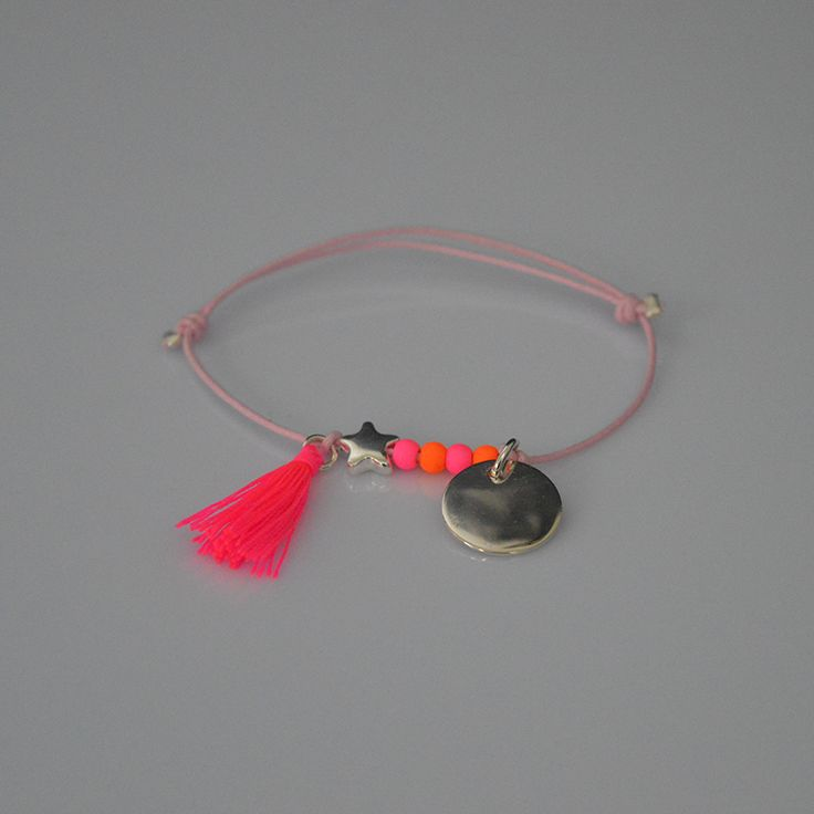 Bracelet en coton ciré et médaille en argent à graver.