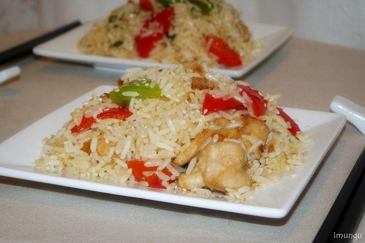 Восточный салат с рисом, курицей и перцем