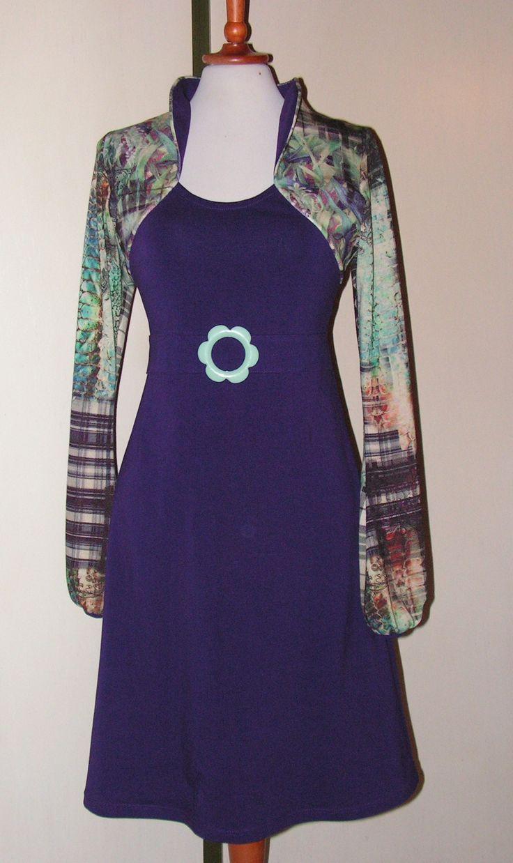 Jerseykjole med super flot striktop. flere kjoler på min Facebook side: https://www.facebook.com/Doris-Vestergaard-Design-110763765613494/?ref=bookmarks