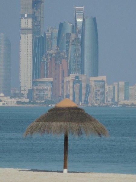 Abu Dhabi vista da Maya Island / Abu Dhabi from Maya Island.