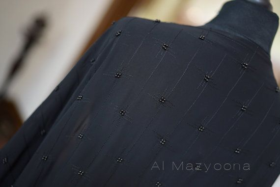Al Mazyoona zwart geborduurd partij bruiloft Bisht door Almazyoona