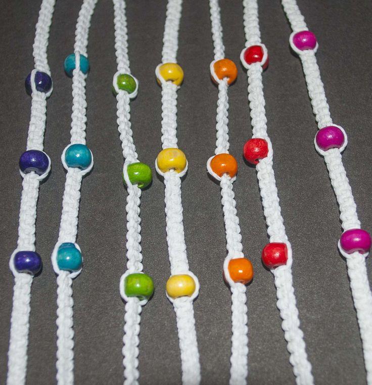 Pulseras de hilo encerado con mostacillas de colores, hechas artesanalmente