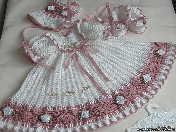 Vestido de Crochê branco e Rosa com Flores