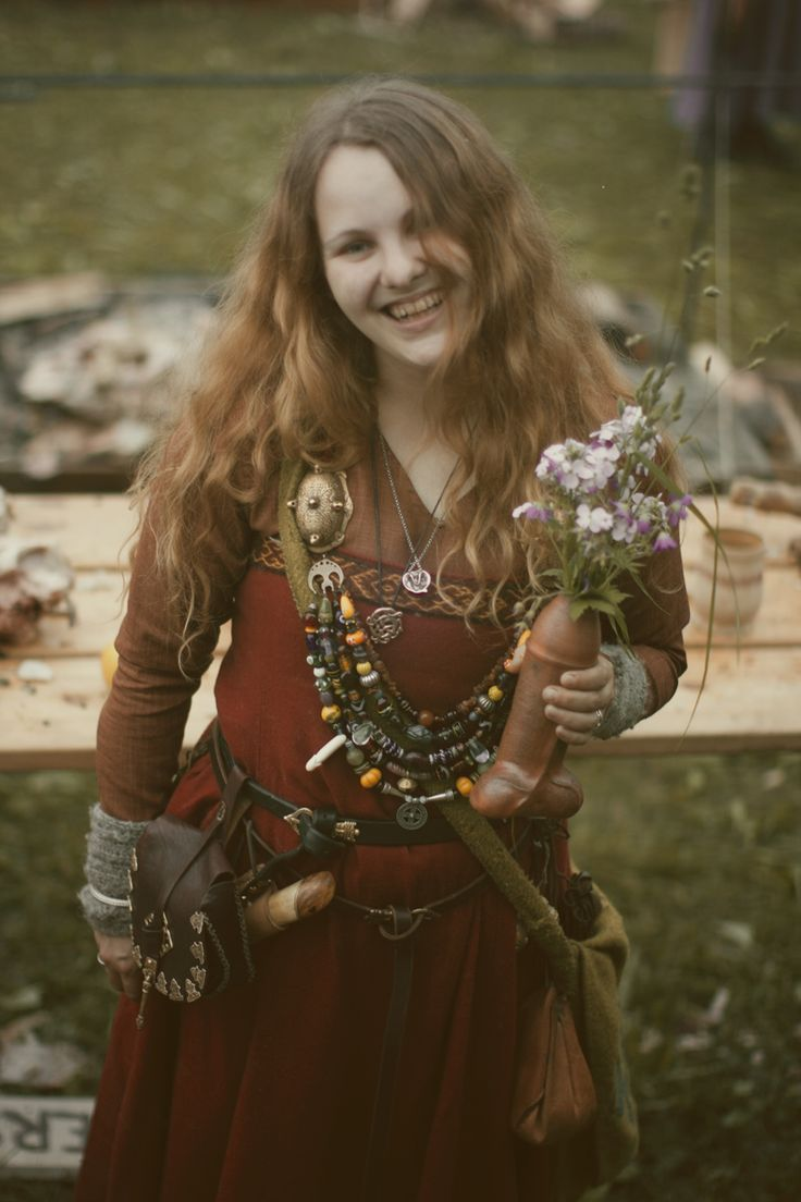 """viking women Cara freyasdaughter is a devotional polytheist dedicated to freya, freyr, and gerd who works within a reconstructed-ish heathen tradition a current member of the troth and former member of adf, she previously blogged at patheos as """"happily heathen."""