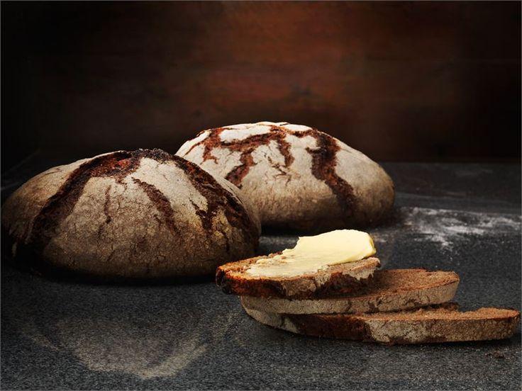 Maa- ja kotitalousnaisten resepti aidon ruisleivän tekemiseen. Tällä saat helposti tuoretta leipää ruokapöytään.