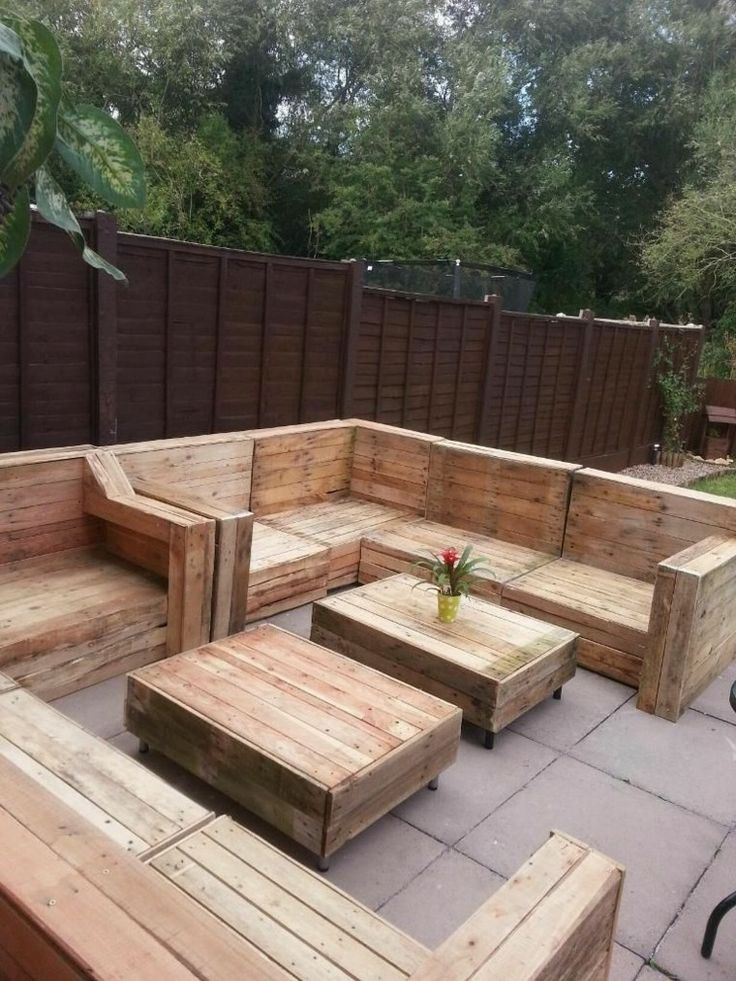 Chill out area with pallets in your own garden or patio