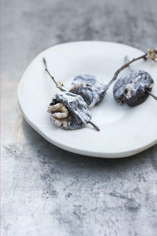 Śliwki kalifornijskie nadziewane orzechami włoskimi