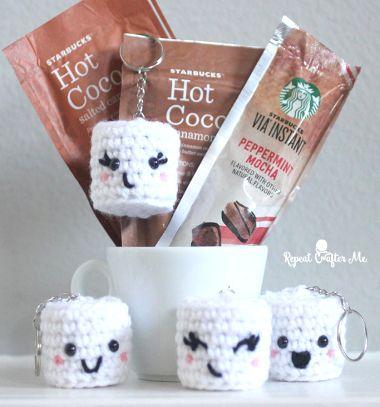 Adorable crochet marshmallow keychain (free pattern) // Horgolt pillecukor kulcstartó (ingyenes amigurumi minta) // Mindy - craft tutorial collection // #crafts #DIY #craftTutorial #tutorial