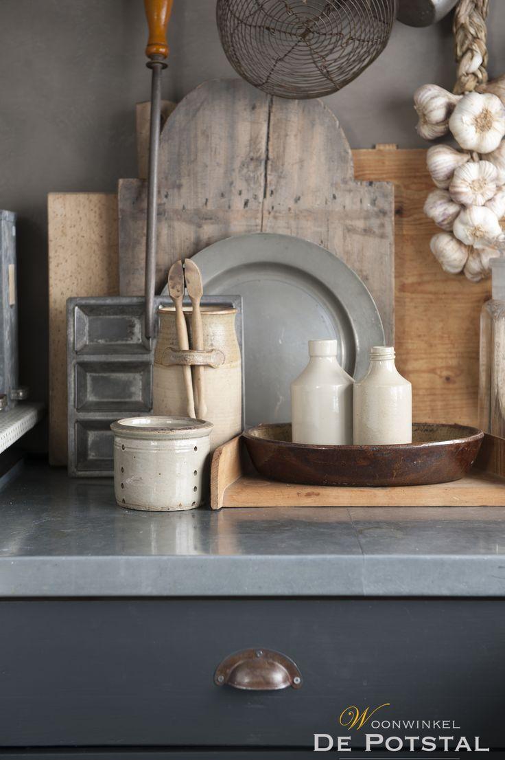 #oudepotten #brocante #landelijk #keuken #wood #kitchen #tin #garlic #antiqueshop #potstal