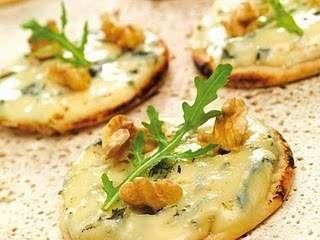 Mini pizzas apéritives bleu et noix