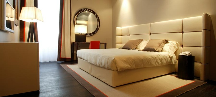 The Gray hotel, seconds from the main Duomo and La Scala opera house. Milanese elegance.