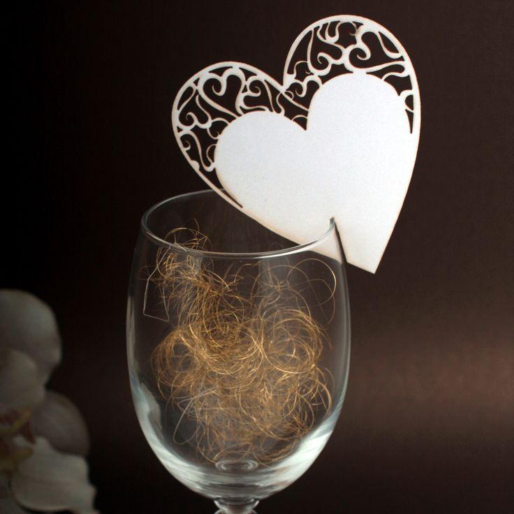 Winietki na kieliszki  wycinane laserowo w kształcie serca.