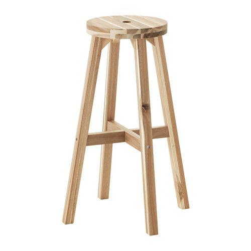 IKEA - SKOGSTA, Barkruk, Massief hout is een slijtvast natuurmateriaal.