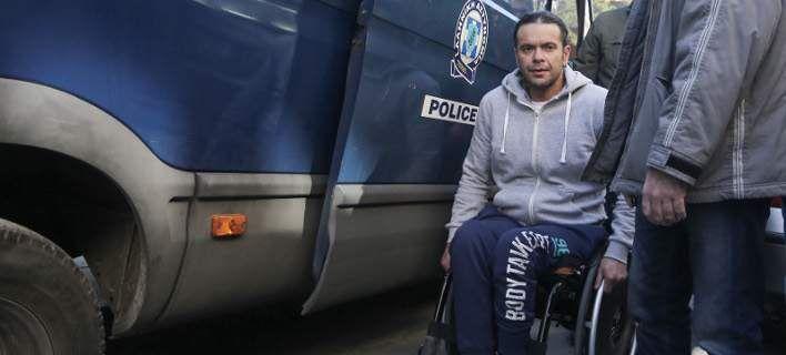 Ο δράστης του εγκλήματος στο Μοσχάτο: Φυλακή είμαι και στο σπίτι μου [βίντεο]