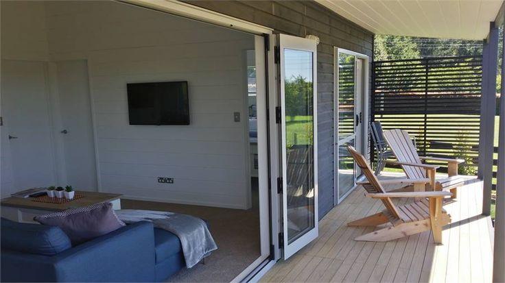 Tauranga cottage accommodation. Kingfisher Cottage 159