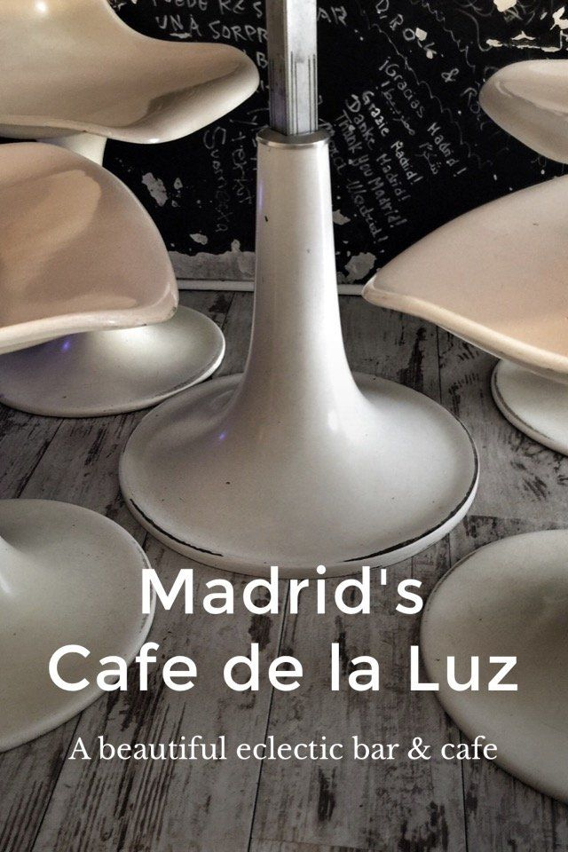 Madrid's Cafe de la Luz A beautiful eclectic bar & cafe There is something special about Cafe de la Luz, a visually beautiful bar-cafe on the corner of Calle Barco and Puebla. Great for anything from breakfast, to coffee, light meals and drinks, it is a