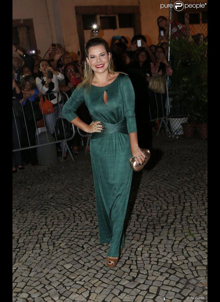 Fernanda Souza apostou em um vestido da grife Iódice, que custa R$ 325,00 para aluguel