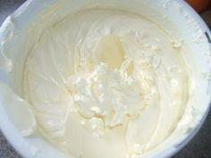 Вкусный масляный крем на взбитых белках для украшения тортиков