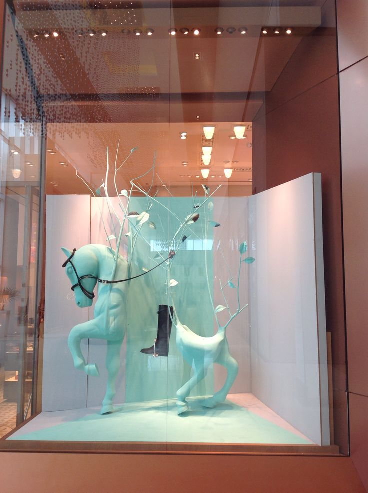 Hemes window display in panama feb 2016 hermes windows for Dekoration und display