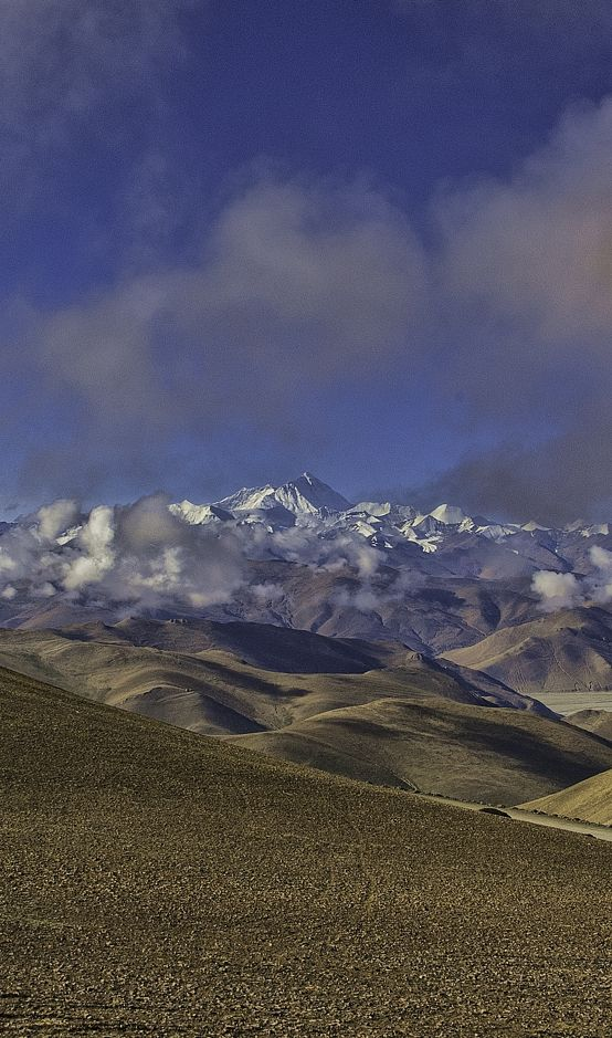 After driving up a steep set of switchbacks on the road from Tingri you arrive a pass where you first see Mt Everest.