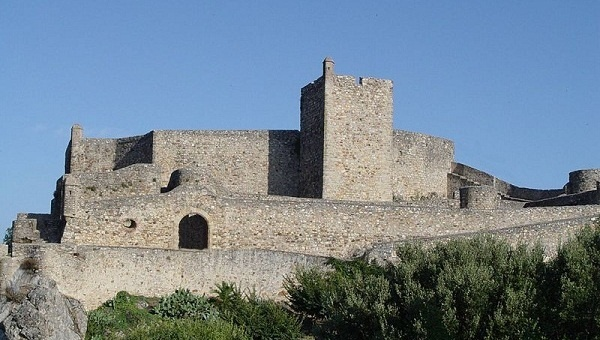 The ALCOUTIM CASTLE was built in the 14th century to defend the border from invaders. It sits atop a hill overlooking the Guardiana River and Spain. Inside the walls of the castle are several interesting attractions. http://bit.ly/IQZKHl