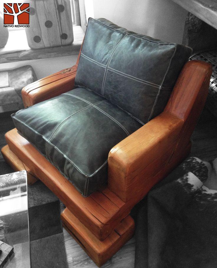 Nativo Redwood. Sillón simple de roble rústico con cojines de cuero color negro, rellenos con pluma y costuras color blanco. Dimensiones: 1.00x1.00