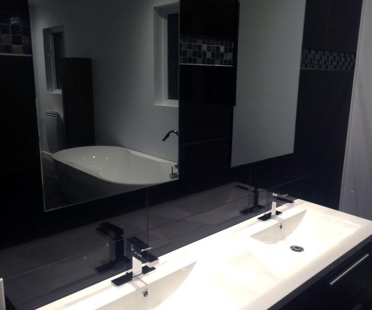 Vanité double avec vue sur bain