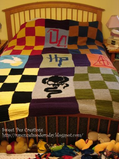Harry Potter - themed crochet blanket  I want to figure out how to turn this into knitting!!!
