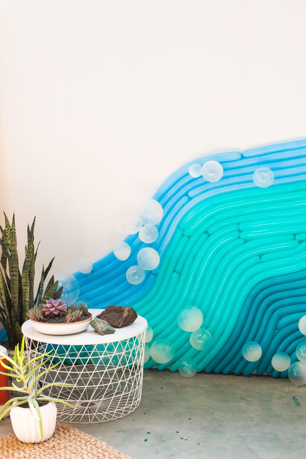 We made this water-inspired balloon backdrop for the prettiest dinner party with @methodhome. #FearNoMess #ad