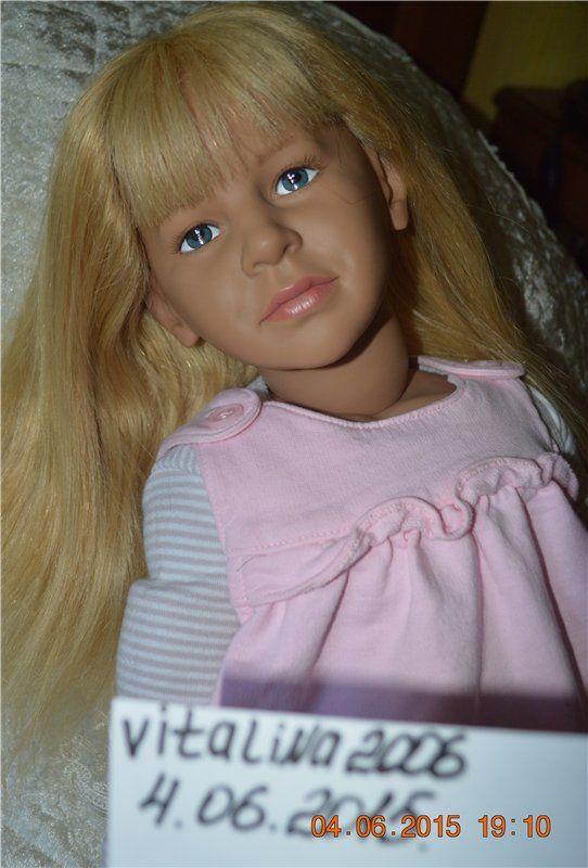 Продаю виниловую, коллекционную, шикарную красавицу из Германии. Рост около 70 см.Тело комбинированное.Волосы натуральные, мягкие.Глаза красивые, выразительные. Красавица сидит, но при / 9 900р