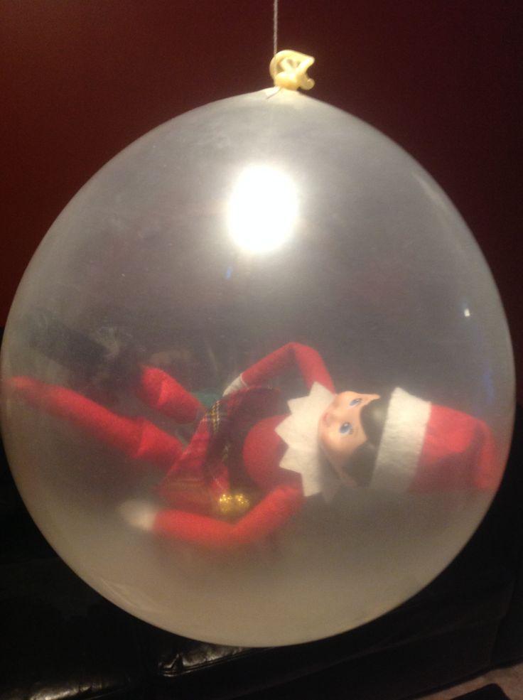 18 décembre: Que s'est-il passé pendant la nuit! Il doit y avoir eu un party pour être prise dans un ballon!