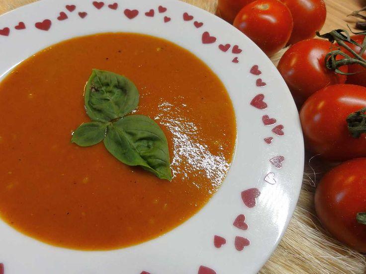 Rajská omáčka z čerstvých rajčat   recept. Rajská omáčka patří mezi nejoblíbenější jídla v české kuchyni. Najdet