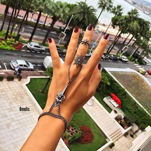 Instagram photo by bendistaki - #tbt candır... Bu yaz sonundan bi kare.... Bu arada işte size bir tüyo...burdakilerden bi tanesini yeni Kara Para Aşk'ta Elif'te göreceksiniz...Sizce hangisi?? ❤️Hepsini siz Lidyana'da #Bendis markamızda bulabilirsiniz o ayrı!!  A flash back #tbt from ths summer...and btw one of these Bendis will be worn by beautiful Elif in the new episode of #karaparaask Can you guess which one??❤️❤️❤️ All at bendistaki.com  #karaparaaşk #kpa #elifsjewelry #kılıç #şahmeran…