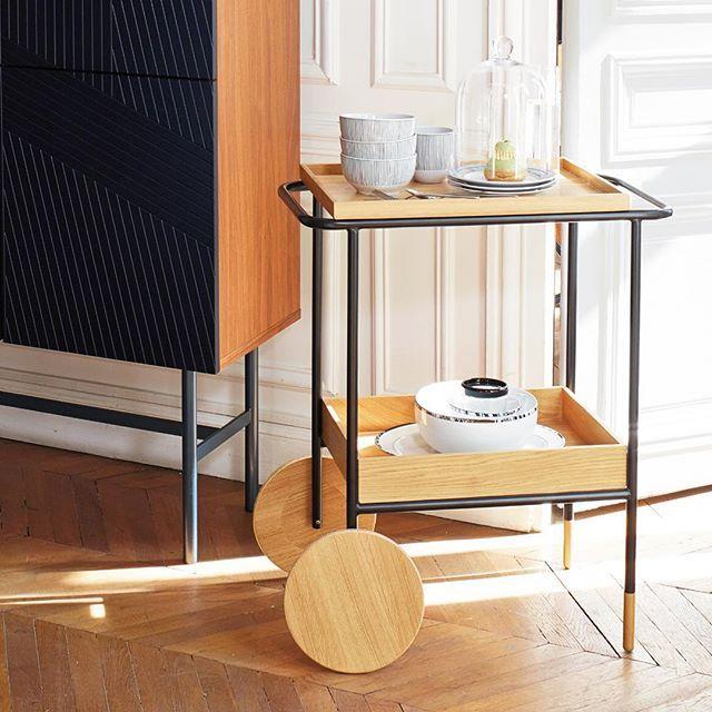Favorit på Habitat! Edgar sidobord i modern och funktionell design, noggrant utformad av Habitat Design Studio. Avtagbar bricka som kan användas som serveringsfat. Finns i Skrapan och Täby C. Pris 2890kr. #habitatsverige