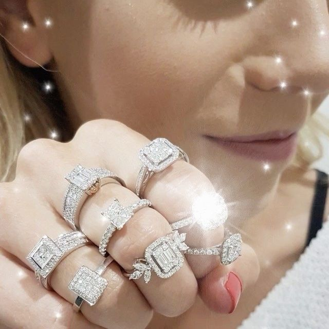 Forevor sparkles to brighten your Friday 💕 double tap 4 love ❤️👯💎 #leskesdiamondssparklemore ...........  #portfairyjeweller #mothersday #love #engagementring #diamonds #rainingdiamonds #friday #gettingmarried #portfairy #jewellery #jewellerygram #local #sparkle