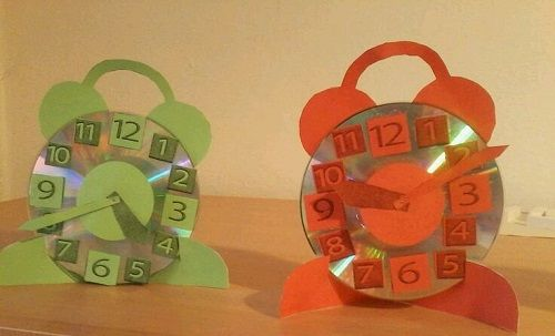 Cd ile saat yapımı okul öncesi çocuklar için eğitici ve öğretici bir el işi çalışmasıdır. Henüz okula başlamamış olan çocuklar renklere ve rakamlara ilgi duyarlar. Bunları öğrenmek çok hoşlarına gider. Çocuklara zaman kavramını öğretmek için onlarla birlikte cd ile saat yapmayı deneyebilirsiniz. Beraber yapacağını bu saat sayesinde çocuğunuzun el becerisinin gelişimine de katkıda bulunabilirsiniz. Kendi yaptığı […]