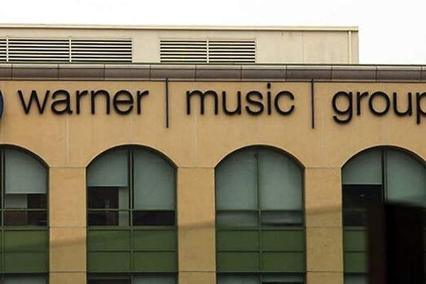Warner Music entrega el mando a una nueva generación  ||  Aaron Bay-Schuck, de 36 años, fue nombrado presidente de Warner Bros. Records Más noticias sobre: Spotify Foo Fighters Gwen Stefani Justin timberlake Reino unido Ed Sheeran Lady gaga (Foto: Reuters) Warner Music Group Corp. nombró nuevos líderes de Warner Bros. Records, hogar de los Red Hot Chili Peppers y Green…