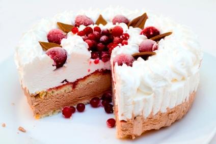 Tort lodowy z wiśniami i mleczną czekoladą :)