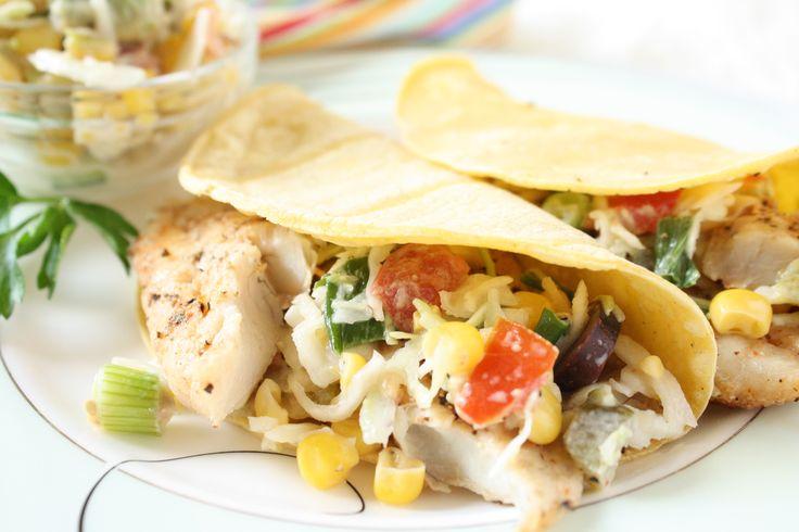 (Holly Clegg's trim&TERRIFIC KITCHEN 101) Esta es una receta de pescado con picante, acompañado de una fabulosa ensalada de col. Una combinación...