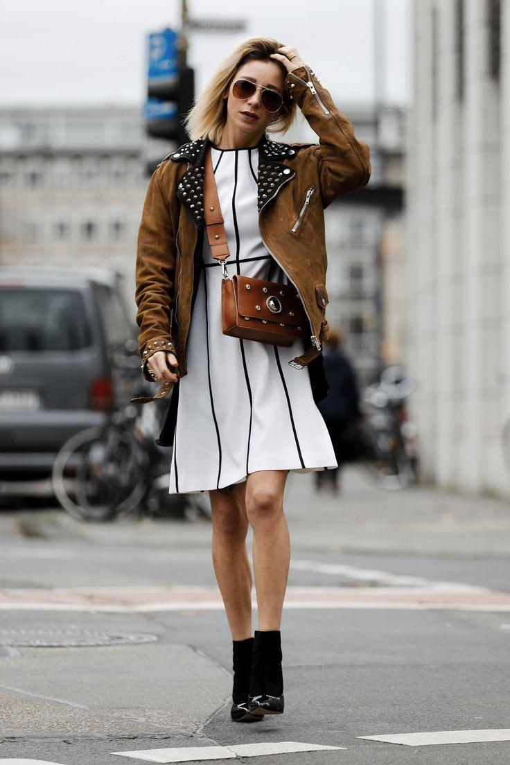 Weißes Escada Kleid mit Diesel Bikerjacke und Versace Jeans Handtasche II Instagram: @couturedecoeur // Fashion & Style Blog: https://couturedecoeur.com II #outfit #ootd #fw #fashion #streetstyle #fashionblogger