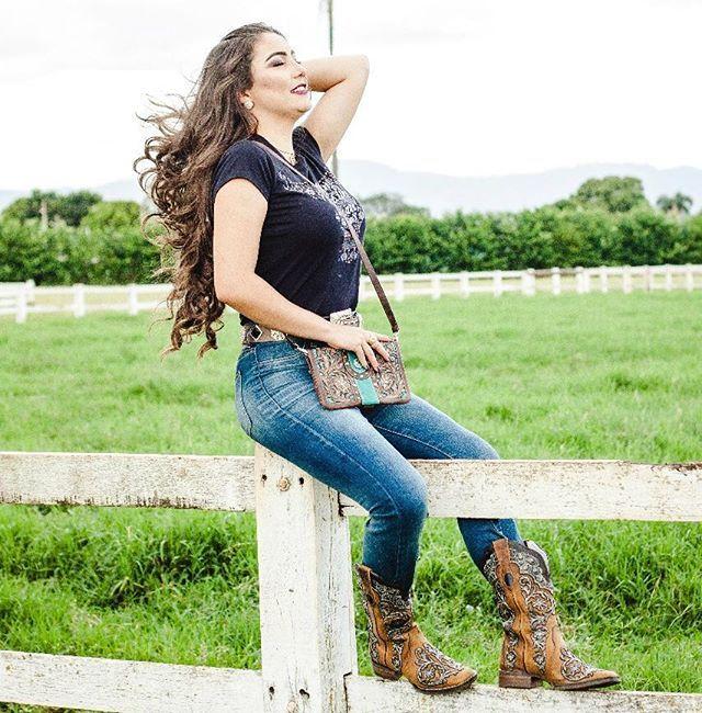 Goyazes, sinônimo de força, trabalho e dedicação! Acesse nosso site: www.goyazes.com.br#GoyazesSemLimites #UsoGoyazes #Botas #Bolsas #Cowgirl