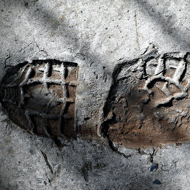 This is what my footprint would look like on the Moon ;-) #WetCementArt