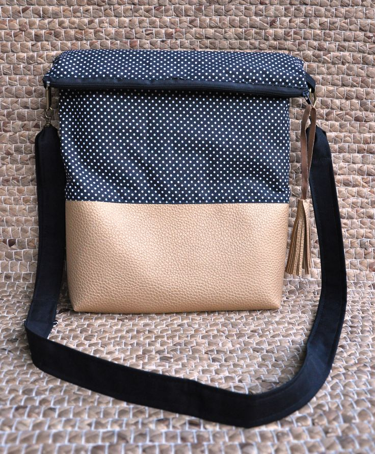 Dotted bag with golden line
