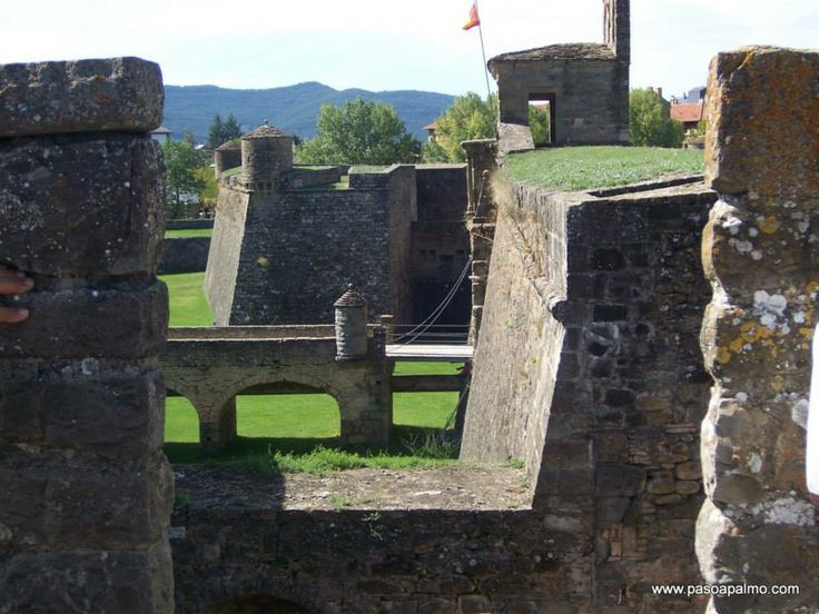 Castillo de San Pedro o Ciudadela de Jaca http://www.pasoapalmo.com/jacetania/valle-del-aragon/jaca