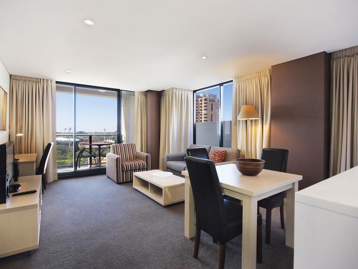 Oaks Horizons - 2 bed riverview refurb #1506 living