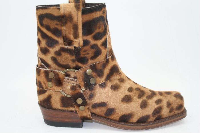 Sendra enkellaars in luipaard print, met stoere buckle ook met luipaard print.