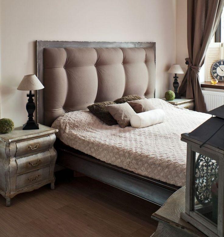 Beżowy wystrój sypialni moż się okazać strzałem w dziesiątkę, albo nudną aranżacją. Kolor beżowy  wymaga umiejętnego stosowania i ciekawych dodatków, aby nie był zbyt monotonny. Zobacz przykłady beżowych sypialni na ZDJĘCIACH.