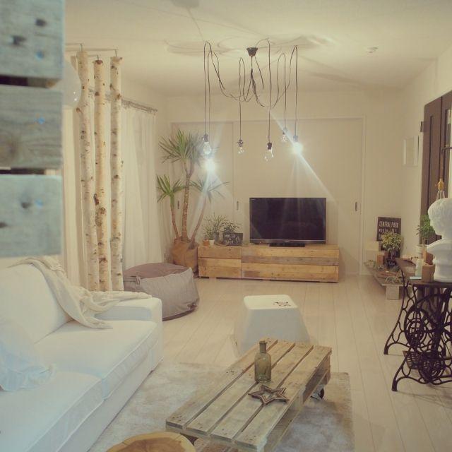Keiさんの、Overview,観葉植物,照明,IKEA,ハンドメイド,古材,コーヒーテーブル,無印クッション,白樺の木,微妙に変化,丸太の椅子,パレットテーブルについての部屋写真
