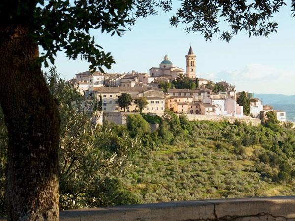 Italy Villa Rentals - House Rental in Trevi, Umbria - Fra Angelico | Parker Villas