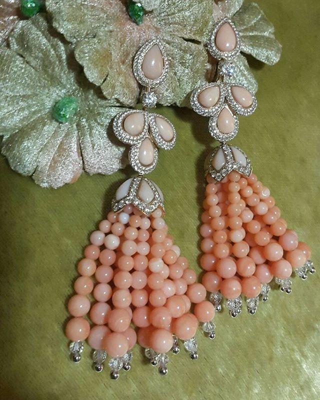 """Коралловые серьги из коллекции """"Tassel"""" от ювелирного дома David Morris. Розовое…"""